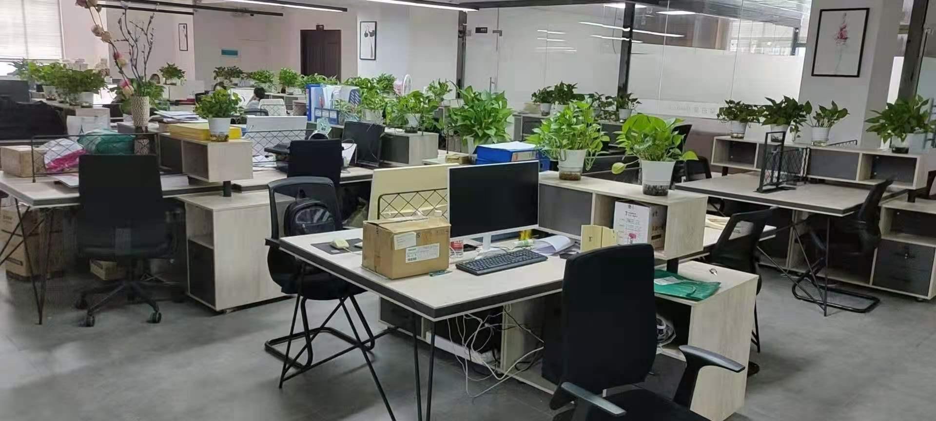 哈尔滨办公家具回收 大班台回收 回收学校物资 培训桌椅回收